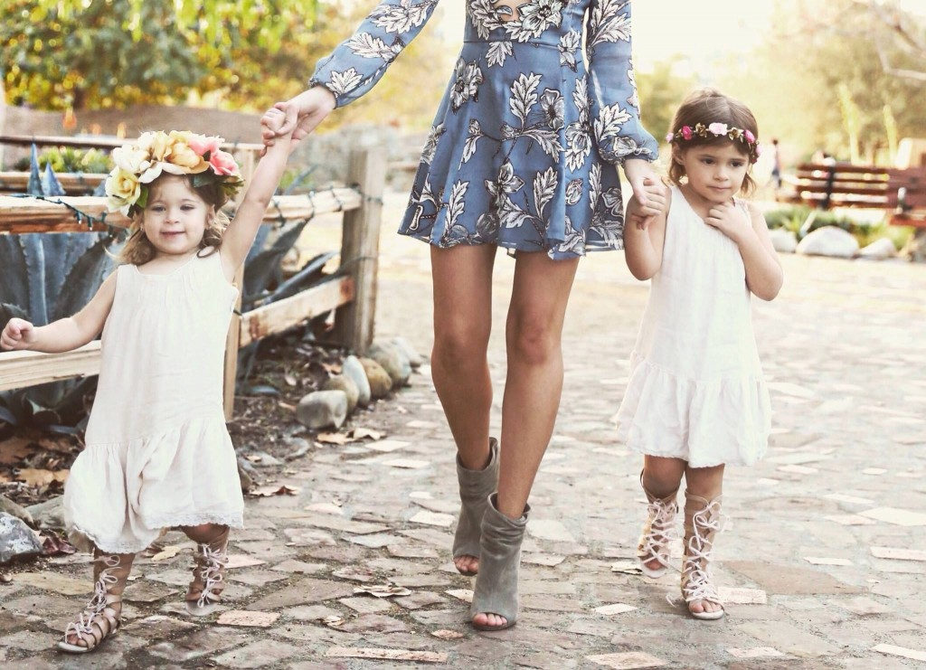 Amanda and her adorable daughters